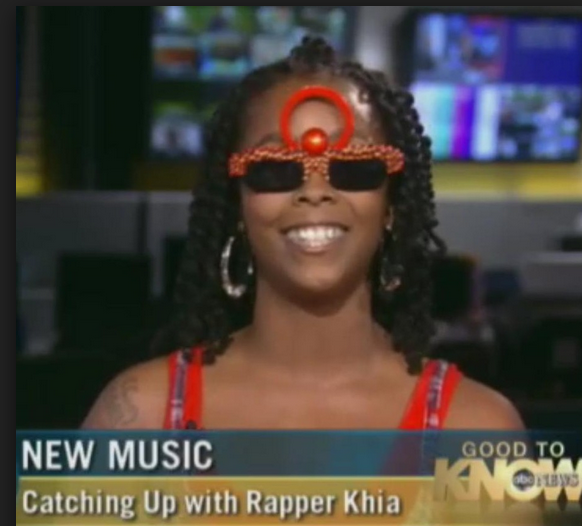 Khia lick it good